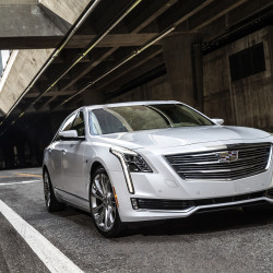 2017-Cadillac-CT6-front-end